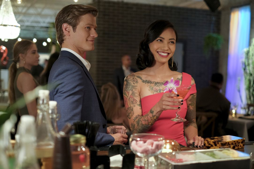 Angus MacGyver (Lucas Till, l.); Desi Nguyen (Levy Tran, r.) - Bildquelle: Mark Hill 2020 CBS Broadcasting, Inc. All Rights Reserved. / Mark Hill