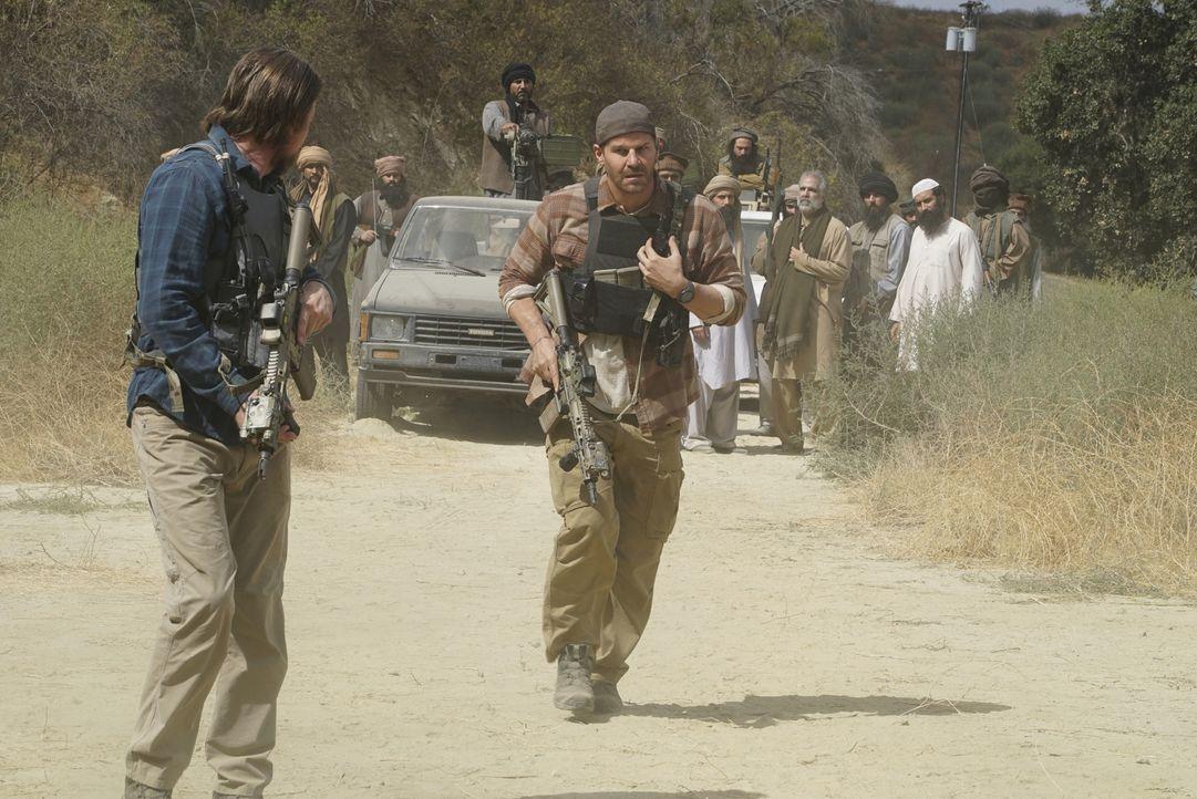 Gerät die Mission in einen Hinterhalt? Das SEAL Team um Jason Hayes (David Boreanaz, M.) ist im pakistanischen Hinterland nicht sicher und als immer... - Bildquelle: Richard Foreman Richard Foreman/CBS  2017 CBS Broadcasting, Inc. All Rights Reserved