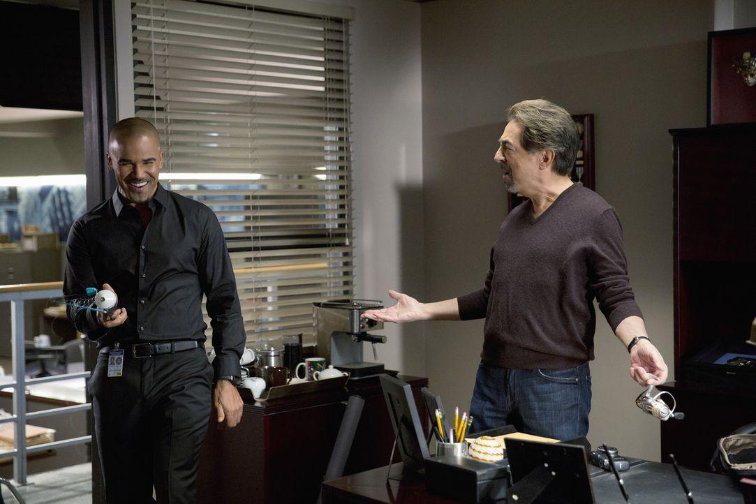 Ahnen noch nicht, was noch auf sie zukommen wird: Derek (Shemar Moore, l.) und Rossi (Joe Mantegna, r.) ... - Bildquelle: ABC Studios