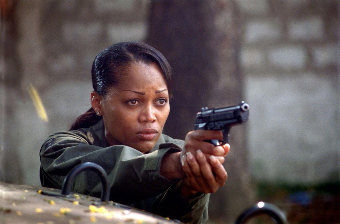Mitten im philippinischen Dschungel entdeckt die amerikanische Pilotin Amy Jennings (Theresa Randle) ein Anthrax-Labor mit Bio-Waffen. Es bleibt ihr... - Bildquelle: 2005 The Pacific Trust. All Rights Reserved.