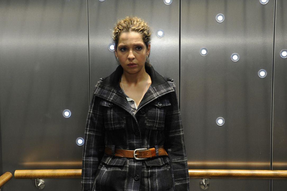 Nina (Maria Wedig) ist entsetzt, als Bruno ihr mit einer Anzeige droht. Aus Angst, wieder ins Gefängnis zu kommen, beschließt sie mit Jojo unterzu... - Bildquelle: SAT.1