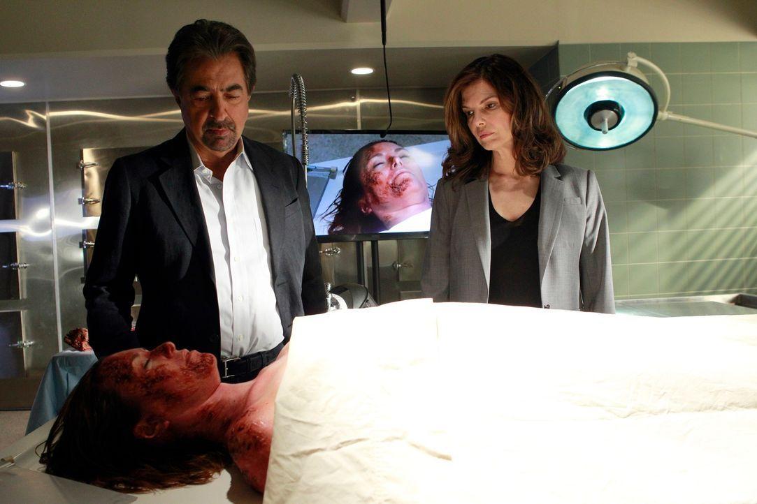 Müssen einen neuen Fall aufklären: Rossi (Joe Mantegna, l.) und Alex (Jeanne Tripplehorn, r.) ... - Bildquelle: ABC Studios