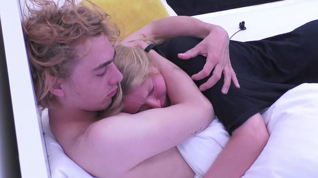 Big Brother - Big Brother - Folge 44: Tim Vermisst Rebecca In Seinem Bett