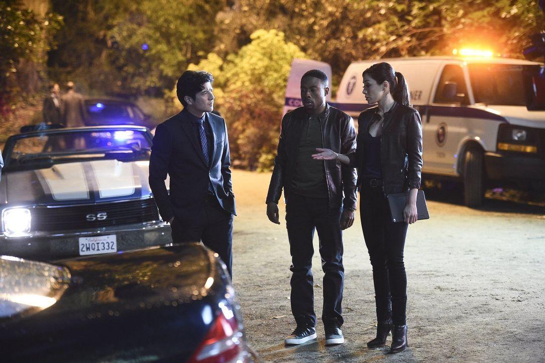 Bei den Ermittlungen in einem neuen Mordfall: Carter (Justin Hires, M.), Lee (Jon Foo, l.) und Didi (Aimee Garcia, r.) ... - Bildquelle: Warner Brothers