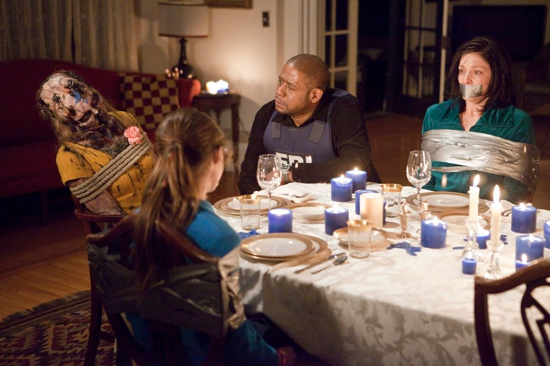 Sam (Forest Whitaker, 2.v.r.) und sein Team, haben es geschafft, um Erica (Ava Allan, 2.v.l.) und ihre Mutter (Jennifer Riker, r.) vor dem Tod zu be... - Bildquelle: ABC Studios