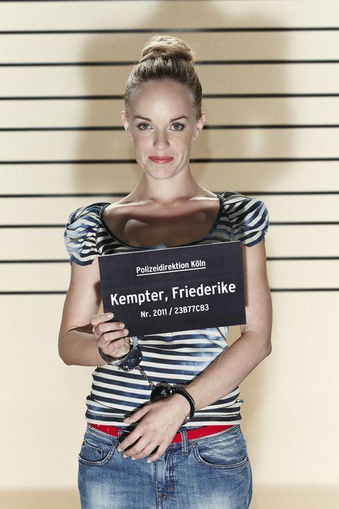 Lässt's krachen: Friedericke Kempter ... - Bildquelle: Guido Engels SAT.1
