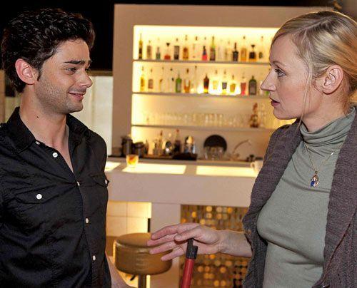 Sebastians Bemerkung über Michael lassen Karin befürchten, dass der auf Alexandra steht ... - Bildquelle: David Saretzki - Sat1