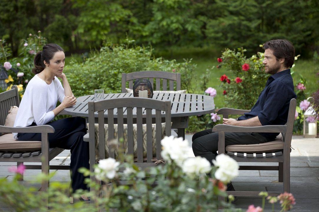 Quinn (Abigail Spencer, l.) taucht plötzlich auf und erzählt Judd (Jason Bateman, r.), dass sie schwanger ist. Doch kann dieser ihr wirklich trauen... - Bildquelle: 2014 Warner Brothers
