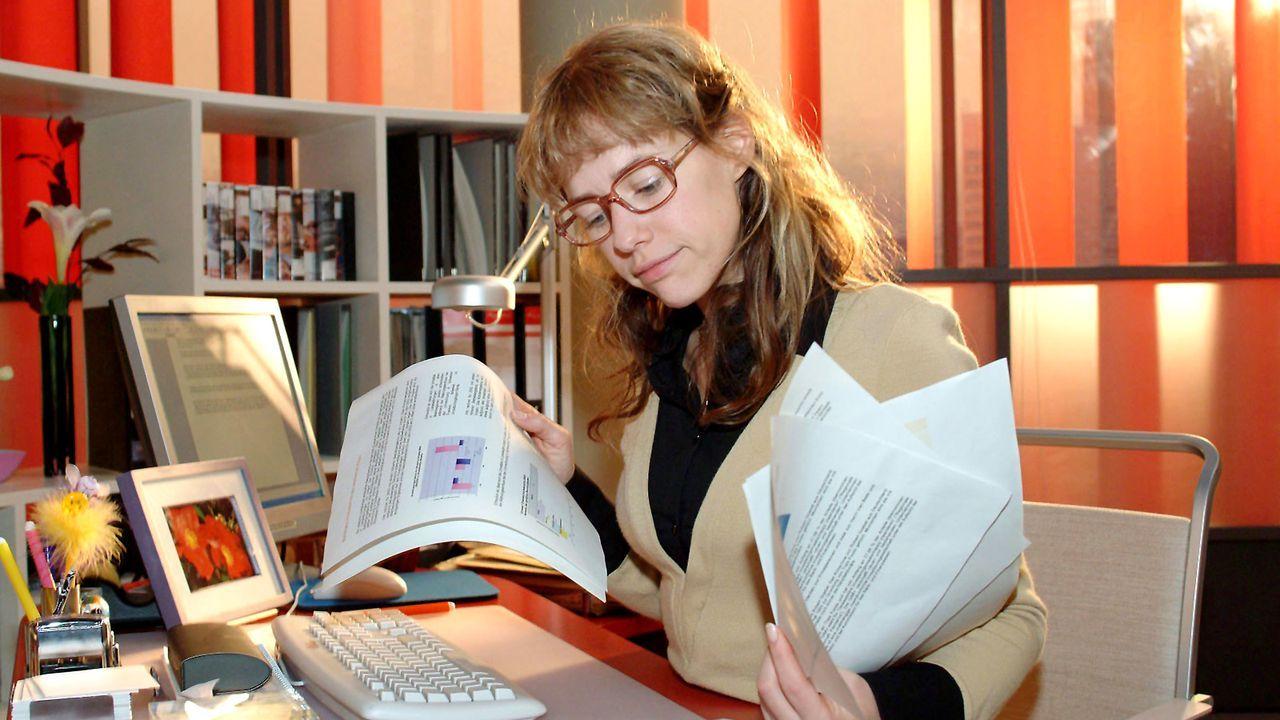 verliebt-in-berlin-folge-15-06-SAT1-Monika-Schuerle - Bildquelle: Sat.1/Monika Schürle