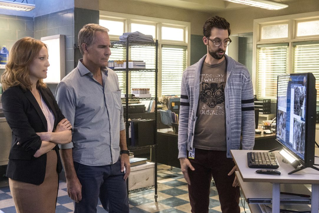 Als ein australischer Royal Navy Lieutenant in New Orleans ermordet wird, bekommt das Team um Pride (Scott Bakula, M.) und Sebastian (Rob Kerkovich,... - Bildquelle: Skip Bolen 2015 CBS Broadcasting, Inc. All Rights Reserved