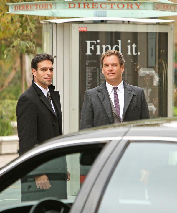 Arbeiten zusammen, um Mossad Director Eli David zu beschützen: Mossad Officer Malachi Ben-Gidon (T.J. Ramini, l.) und DiNozzo (Michael Weatherly, r... - Bildquelle: CBS Television