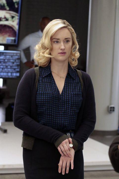 FBI-Laborantin Patterson (Ashley Johnson) ahnt nicht, dass ihr Ex-Freund auf eigene Faust Ermittlungen anstellt, die tödlich enden könnten ... - Bildquelle: Warner Brothers