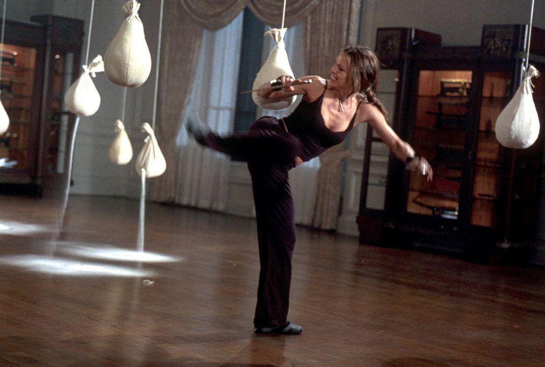 Überlebenstraining: Elektra (Jennifer Garner) ... - Bildquelle: 2003 Twentieth Century Fox Film Corporation.  All rights reserved.
