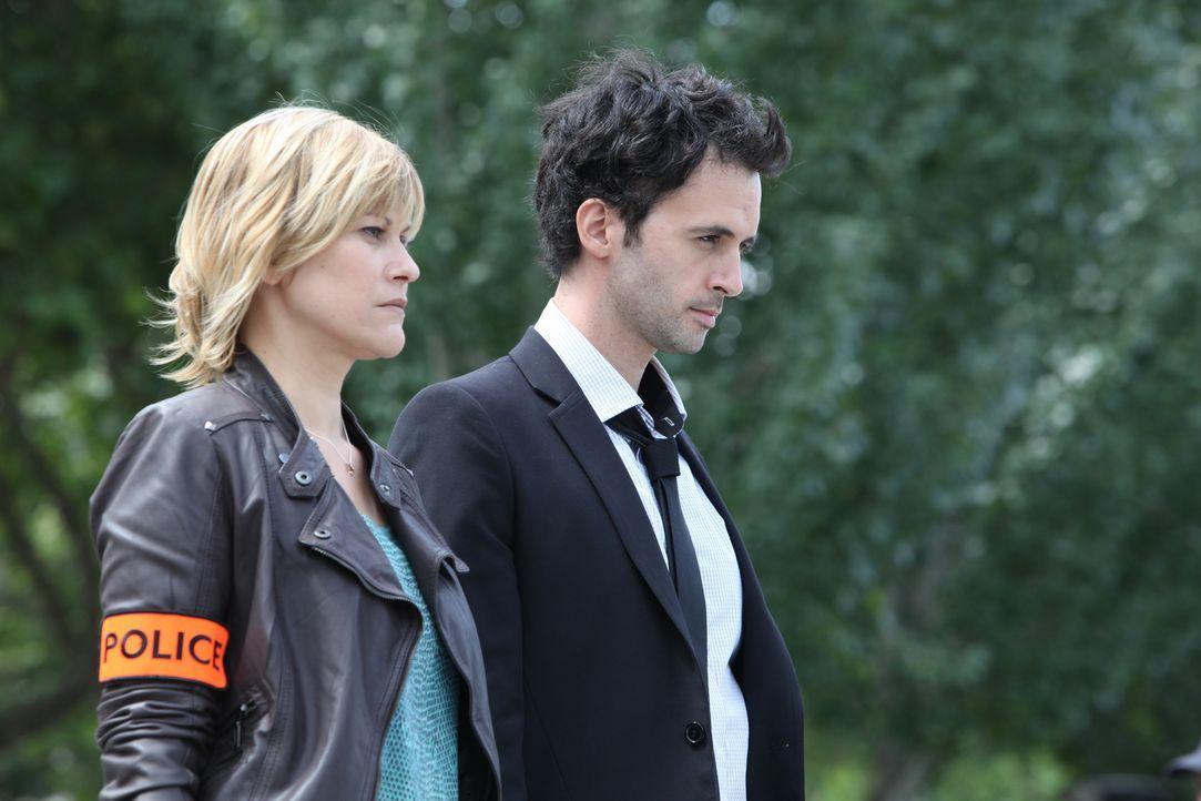 Als noch eine zweite Frauenleiche auftaucht, müssen Fred (Vanessa Valence, l.) und Hippolite (Raphaël Ferret, r.) auch ungewöhnliche Mordmotive in B... - Bildquelle: 2011 BEAUBOURG AUDIOVISUEL