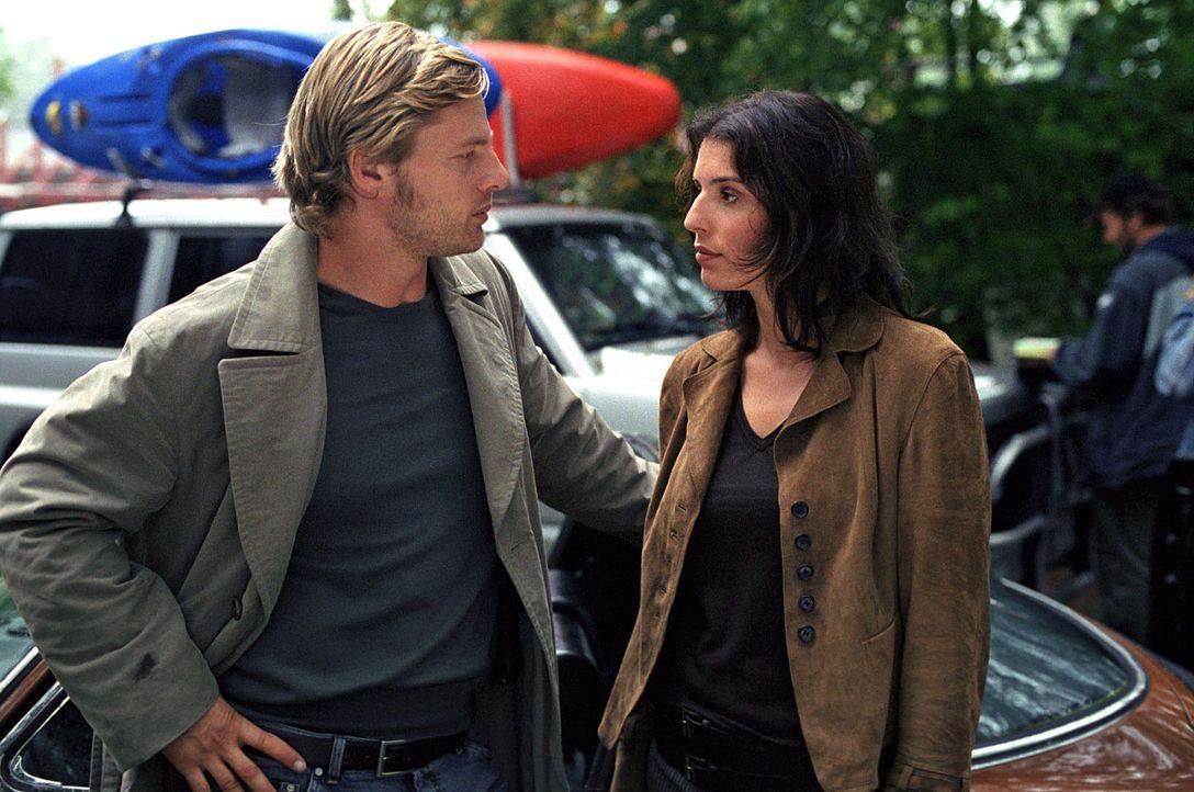 Ermitteln im Umfeld von Berthold Pachel: Leo (Henning Baum, l.) und Nina (Elena Uhlig, r.) - Bildquelle: Sat.1