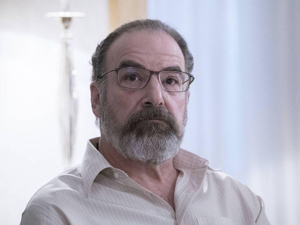 Hat Saul (Mandy Patinkin) seine alte Freundin Carrie wirklich auf die Todesliste gesetzt? - Bildquelle: Stephan Rabold 2015 Showtime Networks, Inc., a CBS Company. All rights reserved.
