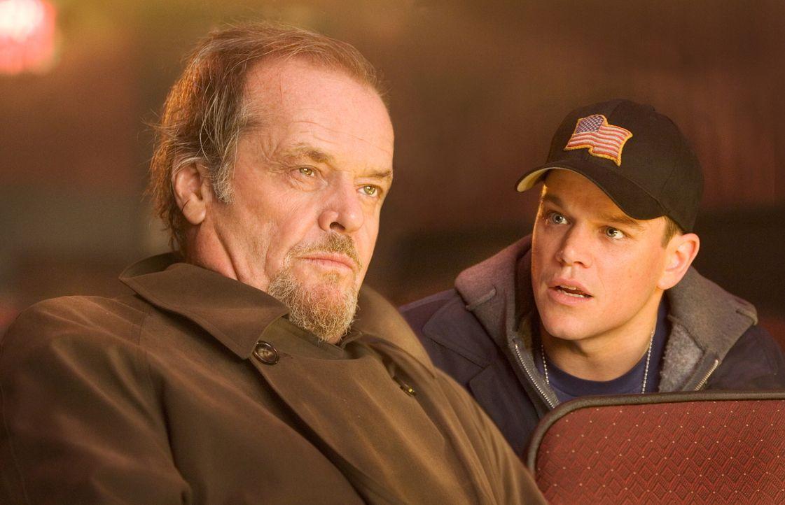 Dem irischen Gangsterboss Costello (Jack Nicholson, l.) gelingt es, den hartgesottenen jungen Kriminellen Colin Sullivan (Matt Damon, r.) als Maulwu... - Bildquelle: Warner Bros. Entertainment Inc