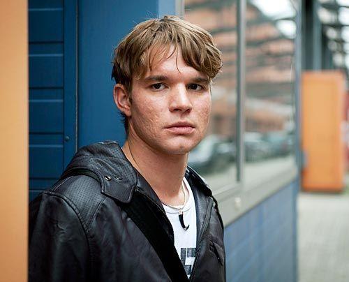 Der junge Elektroingenieur Tobias Brandt (Tobias Schenke) ist bei weitem nicht so harmlos, wie er sich gibt. - Bildquelle: Martin Rottenkolber - Sat1