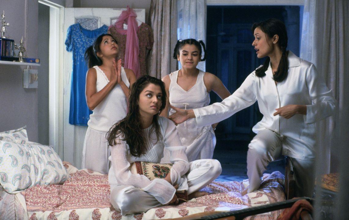 Wollen zum Leidwesen ihrer Mutter nur heiraten, wenn auch Liebe im Spiel ist: Lakhi (Peeya Rai Chowdhary), Lalita (Aishwarya Rai), Maya (Meghna Koth... - Bildquelle: Miramax Films
