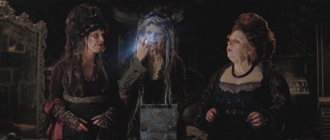 Die Hexe Lamia (Michelle Pfeiffer, M.) und ihre beiden Schwestern Empusa (Sarah Alexander, l.) und Mormo (Joanna Scanlan, r.) sind ebenfalls hinter... - Bildquelle: 2006 Paramount Pictures. All Rights Reserved.