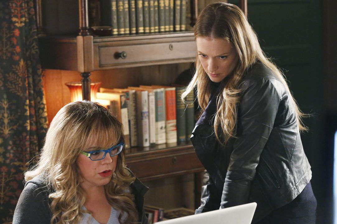 Ein neuer Fall beschäftigt JJ (AJ Cook, r.) und Garcia (Kirsten Vangsness, l.) ... - Bildquelle: ABC Studios