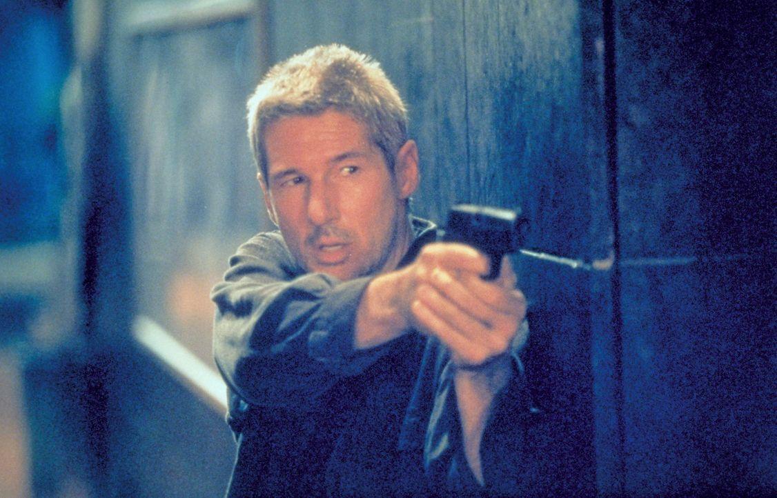 Erst im entscheidenden Augenblick, kurz vor dem Anschlag, vertraut FBI-Agent Carter Preston dem Ex-IRA-Mann Declan Mulqueen (Richard Gere) so weit,...