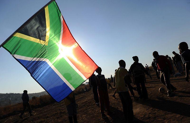 suedafrika-flagge-dpa - Bildquelle: Verwendung weltweit, usage worldwide