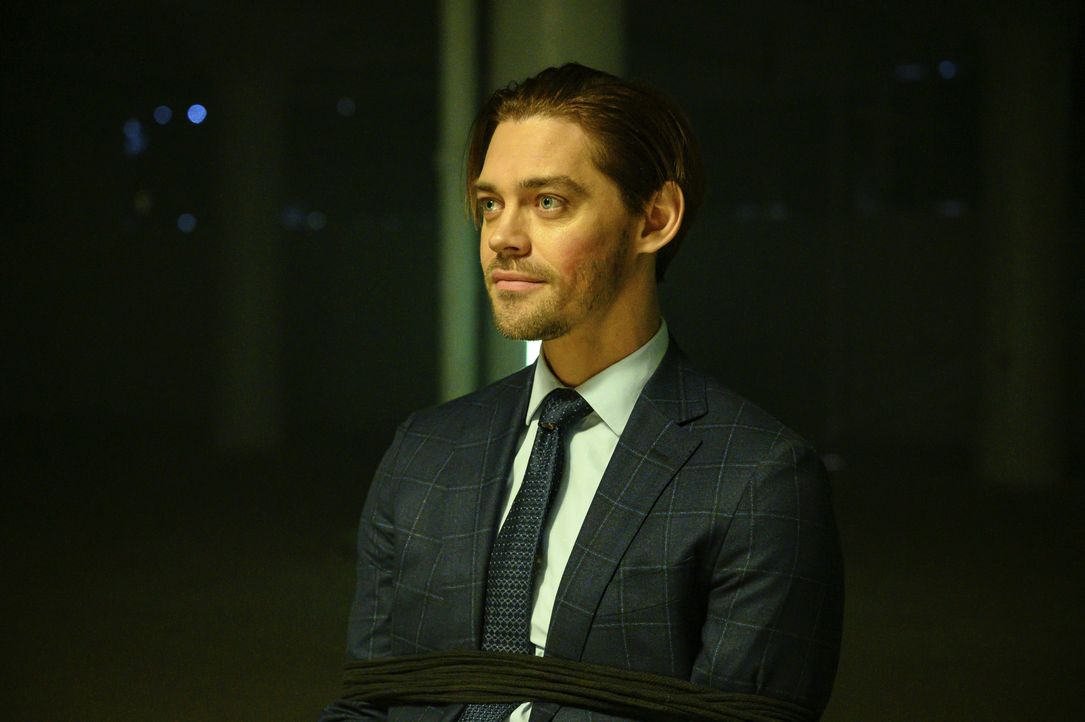 Malcolm Bright (Tom Payne) - Bildquelle: David Giesbrecht 2020 Warner Bros. Entertainment Inc. All Rights Reserved. / David Giesbrecht