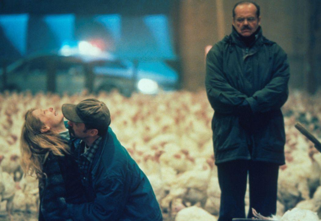 Das geht sogar hartgesottenen Detectives wie Jerry Black (Jack Nicholson, r.) an die Nieren. Er muss Margaret (Patricia Clarkson, l.) und Duane Lars... - Bildquelle: Warner Bros.