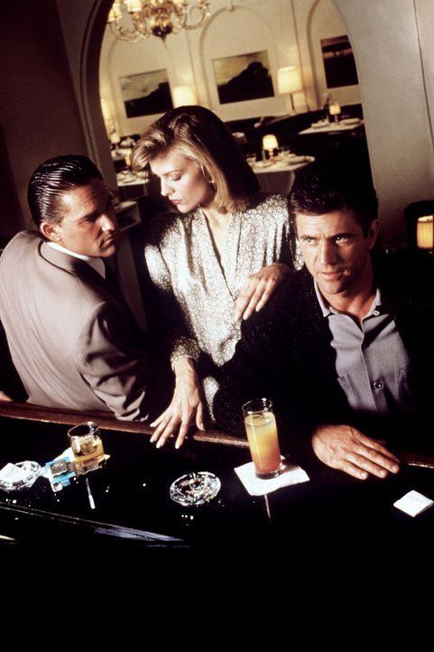 Die hübsche Restaurantbesitzerin Jo Ann Vallenari (Michelle Pfeiffer, M.) fühlt sich zwischen den beiden Männern Dale McKussic (Mel Gibson, r.) und... - Bildquelle: Warner Bros.