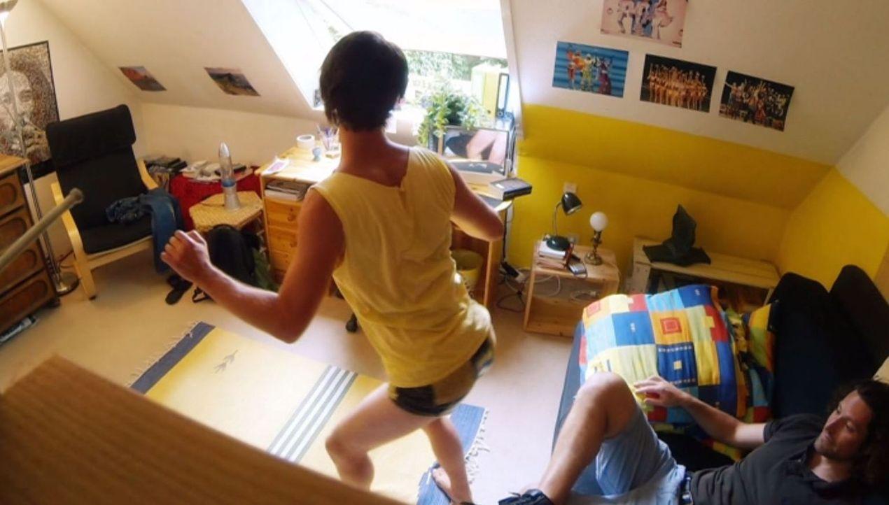 Eine Zerreißprobe wartet auf Markus (r.), als er in Schwulitäten mit dem Bruder (Matthias Renger, l.) seiner Angebeteten kommt ... - Bildquelle: SAT.1