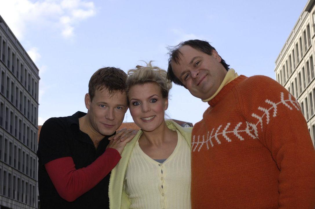 Comedian Mathias Schlung (l.) ist in die Comedy-WG mit Mirja Boes (M.) und Markus Majowski (r.) gezogen. - Bildquelle: Sat.1