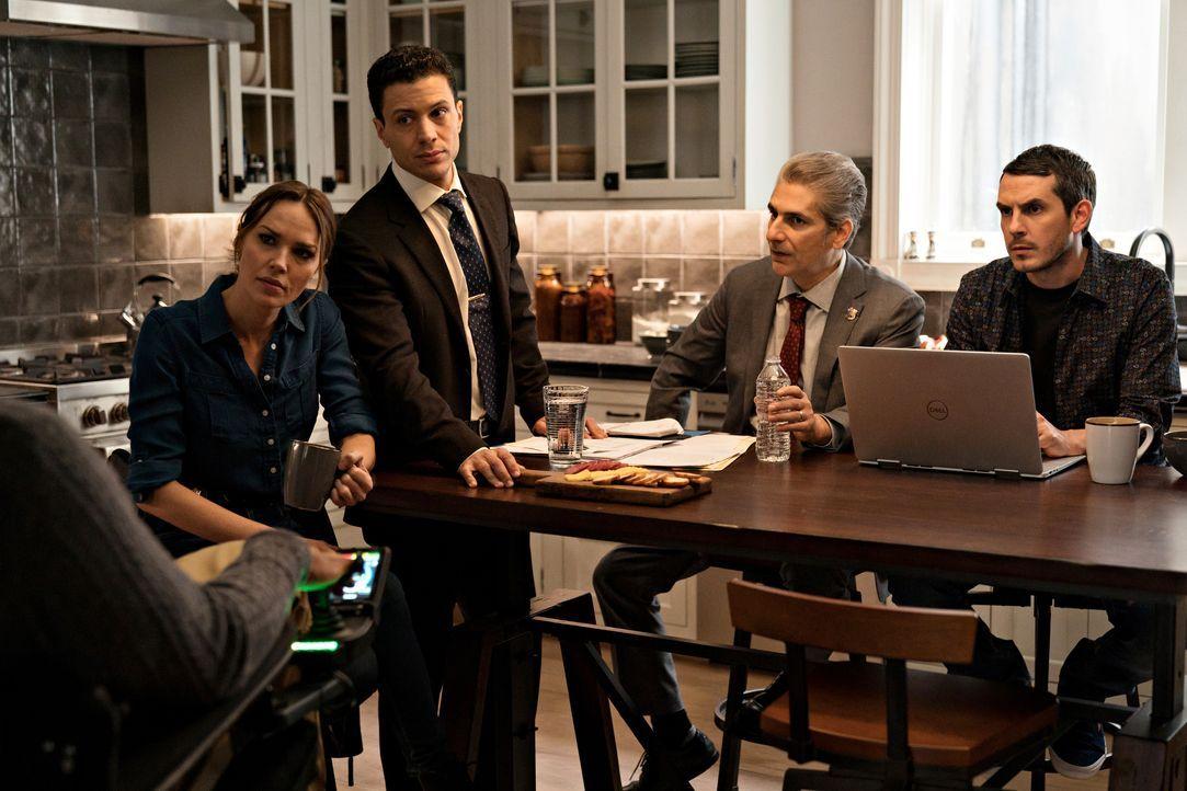 (v.l.n.r.) Amelia Sachs (Arielle Kebbel); Detective Eric Castillo (Ramses Jimenez); Detective Michael Sellitto (Michael Imperioli); Felix (Tate Elli... - Bildquelle: Elizabeth Fisher 2020 NBCUniversal Media, LLC / Elizabeth Fisher