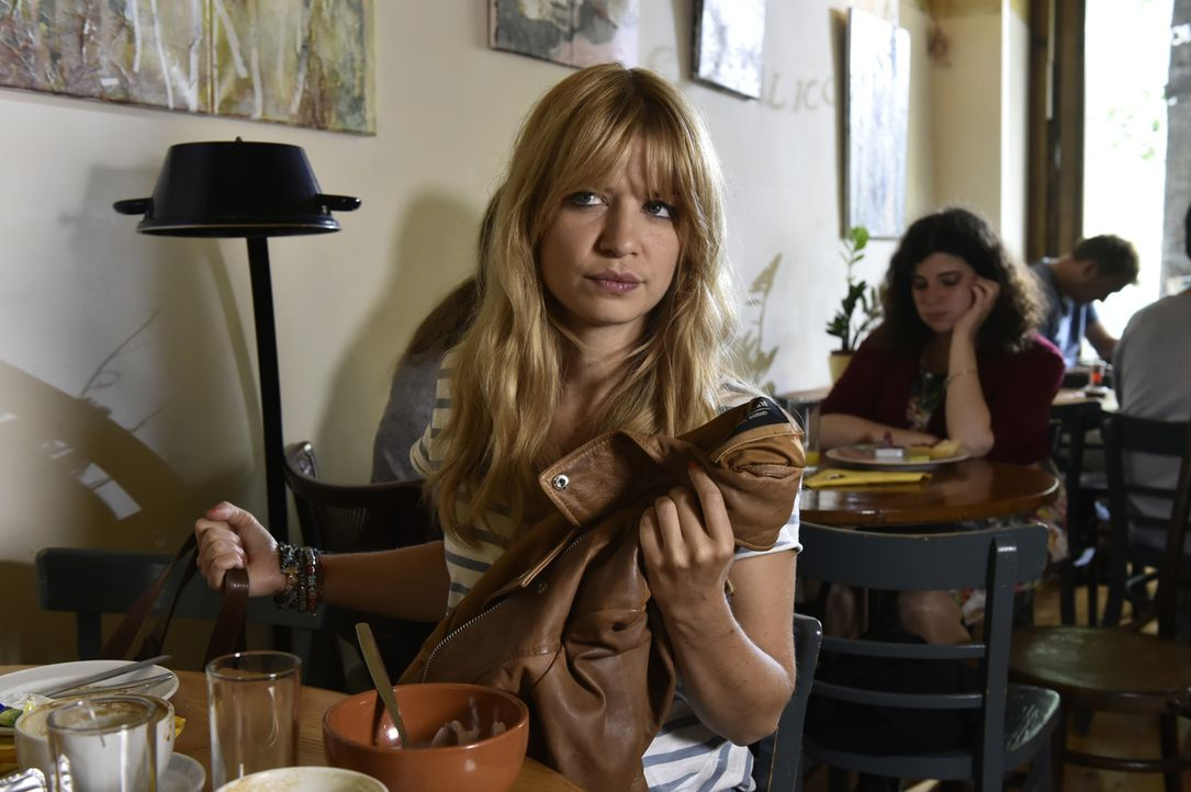 Wird ihr Date mit einem Durchschnittsmann Erfolg haben? Mila (Susan Sideropoulos) ist gespannt ... - Bildquelle: Claudius Pflug SAT.1