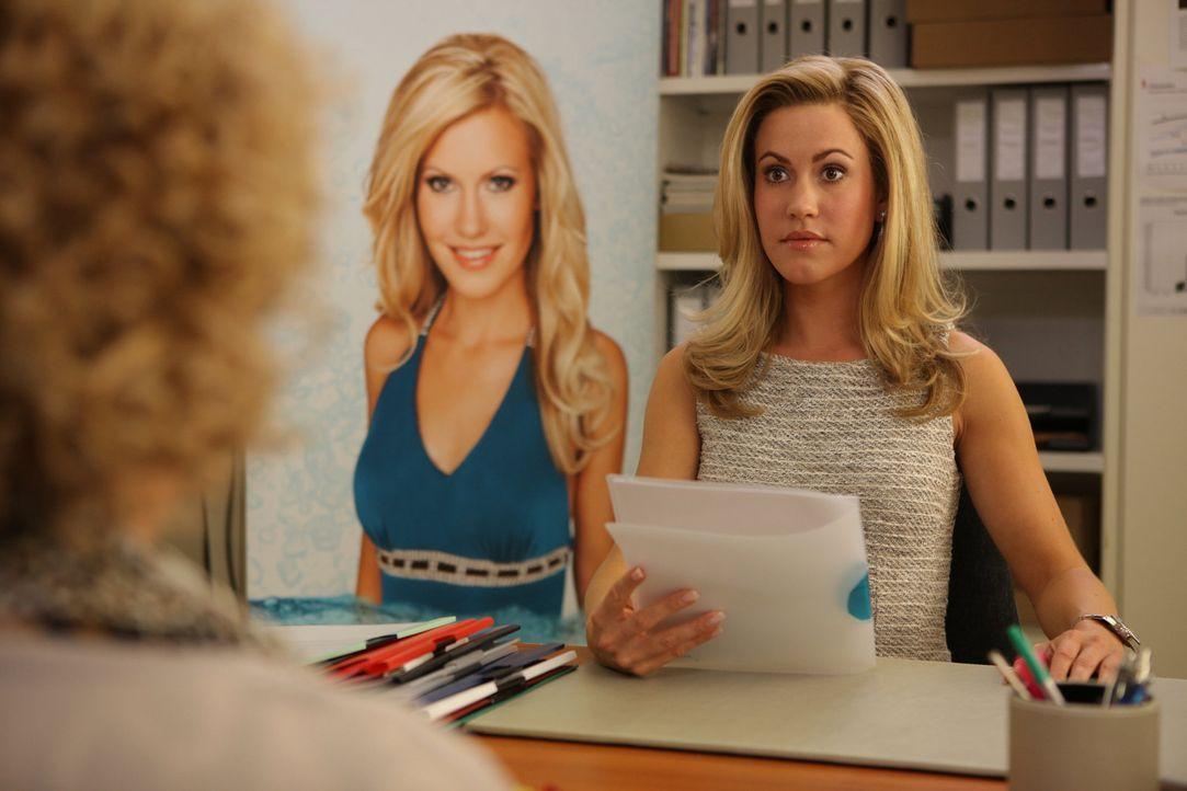 Die attraktive Hotelmanagerin Jessica Grashoff (Wolke Hegenbarth) hat alles, was man sich wünschen kann: Erfolg im Job, eine beneidenswerte Figur,... - Bildquelle: Petro Domenigg SAT.1