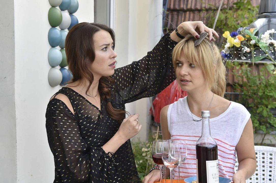 Sally (Laura Osswald, l.) nötigt Mila (Susan Sideropoulos, r.) zu einem Doppeldate - doch kann das gutgehen? - Bildquelle: Claudius Pflug SAT.1