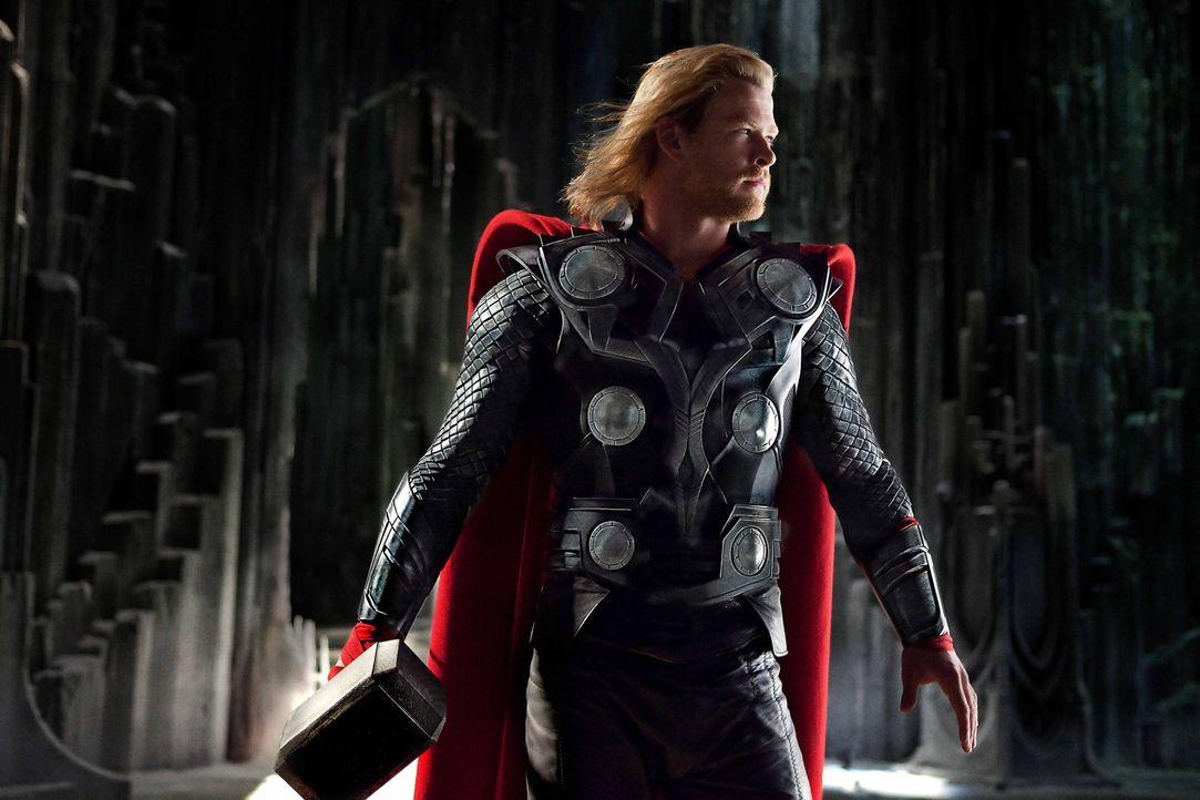 Als Kämpfer geboren, setzt sich Thor (Chris Hemsworth) für sein rechtmäßiges Königreich ein, aber lernt auf der Erde zusätzlich was es heißt,... - Bildquelle: 2011 MVLFFLLC. TM &   2011 Marvel. All Rights Reserved.