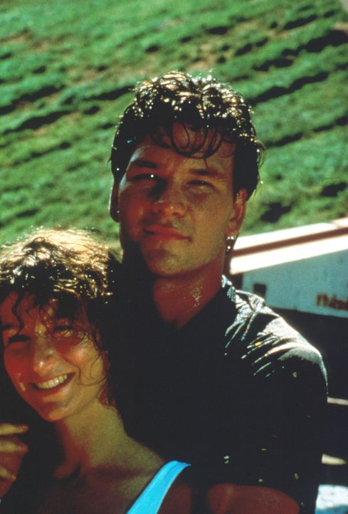 Hat die Liebe zwischen der wohlerzogenen Frances Houseman (Jennifer Grey, l.) und dem Tanzlehrer Johnny Castle (Patrick Swayze, r.) eine Chance? - Bildquelle: 1997 Artisan Pictures Inc. All Rights Reserved