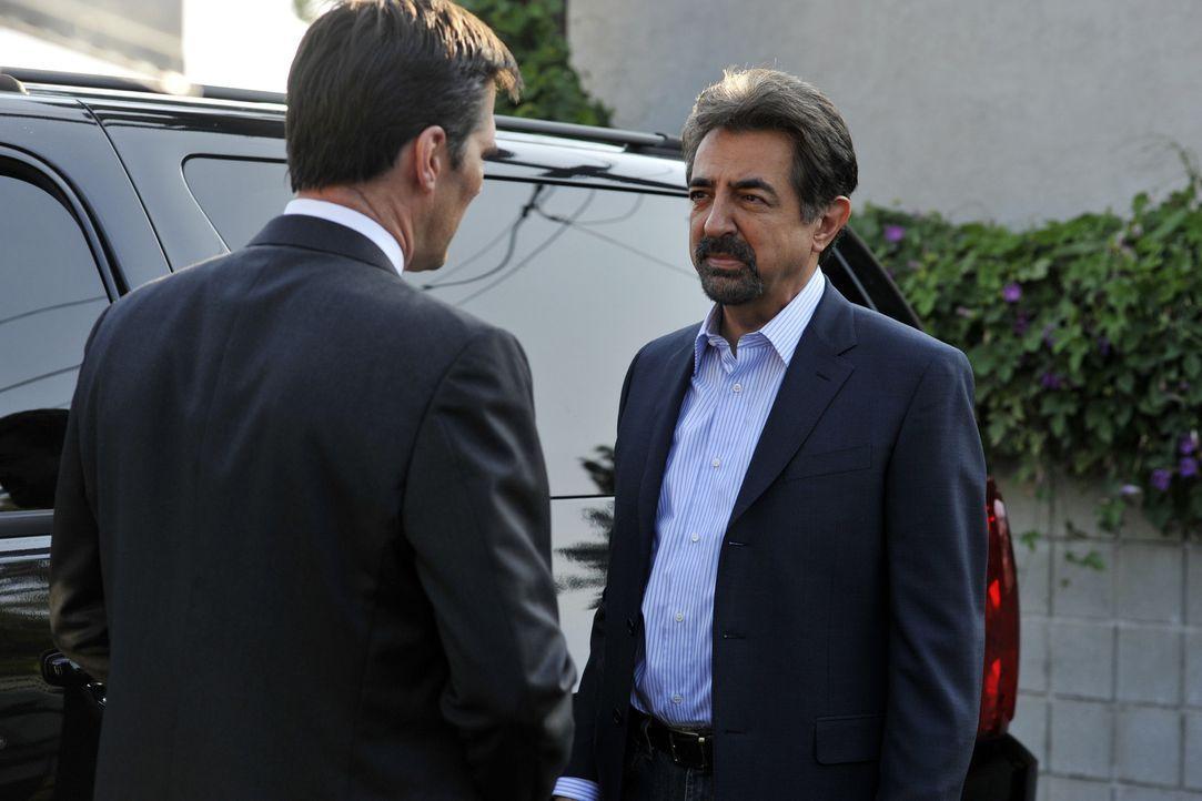 Ein ausgesprochen verzwickter Fall bereitet David Rossi (Joe Mantegna, r.) und Hotch (Thomas Gibson, l.) Kopfzerbrechen ... - Bildquelle: Touchstone Television