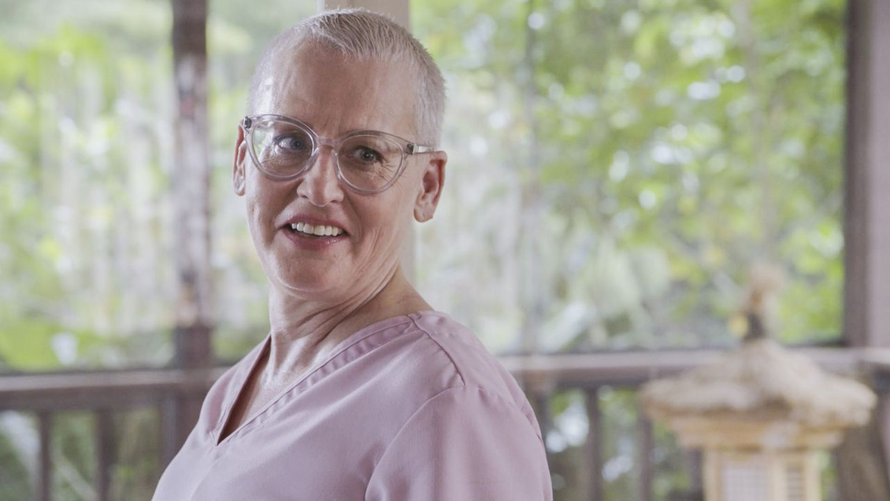 Kann Danny Krankenschwester Jenny (Lori Petty) vertrauen? - Bildquelle: 2016 CBS Broadcasting, Inc. All Rights Reserved