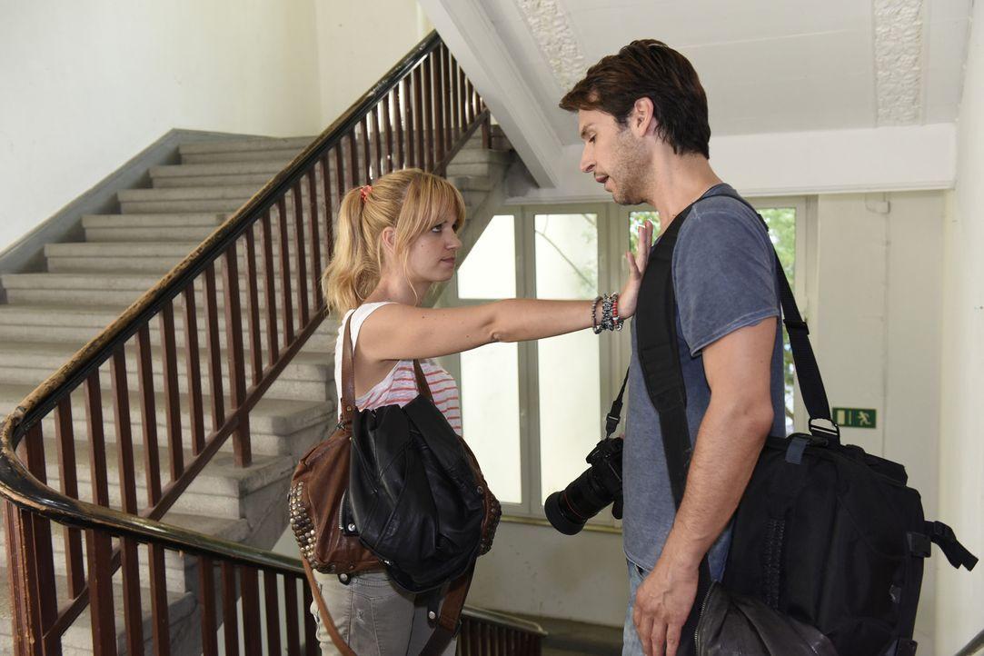 Mila (Susan Sideropoulos, l.) braucht Nicks (Florian Odendahl, r.) Hilfe. Doch wird er ihr wirklich helfen? - Bildquelle: Christoph Assmann SAT.1