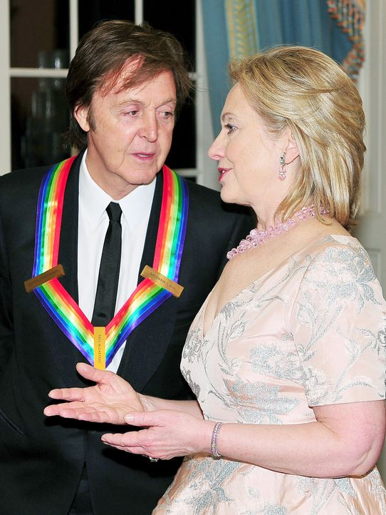 Paul-McCartney-Hillary-Clinton-Kennedy-Center-Honors-10-12-05-dpa - Bildquelle: dpa