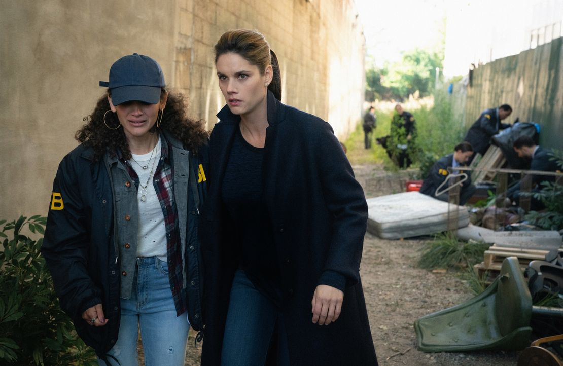 Jessica Sanchez (Jade Marie Fernandez, l.); Special Agent Maggie Bell (Missy Peregrym, r.) - Bildquelle: Mark Schafer 2019 CBS Broadcasting, Inc. All Rights Reserved / Mark Schafer