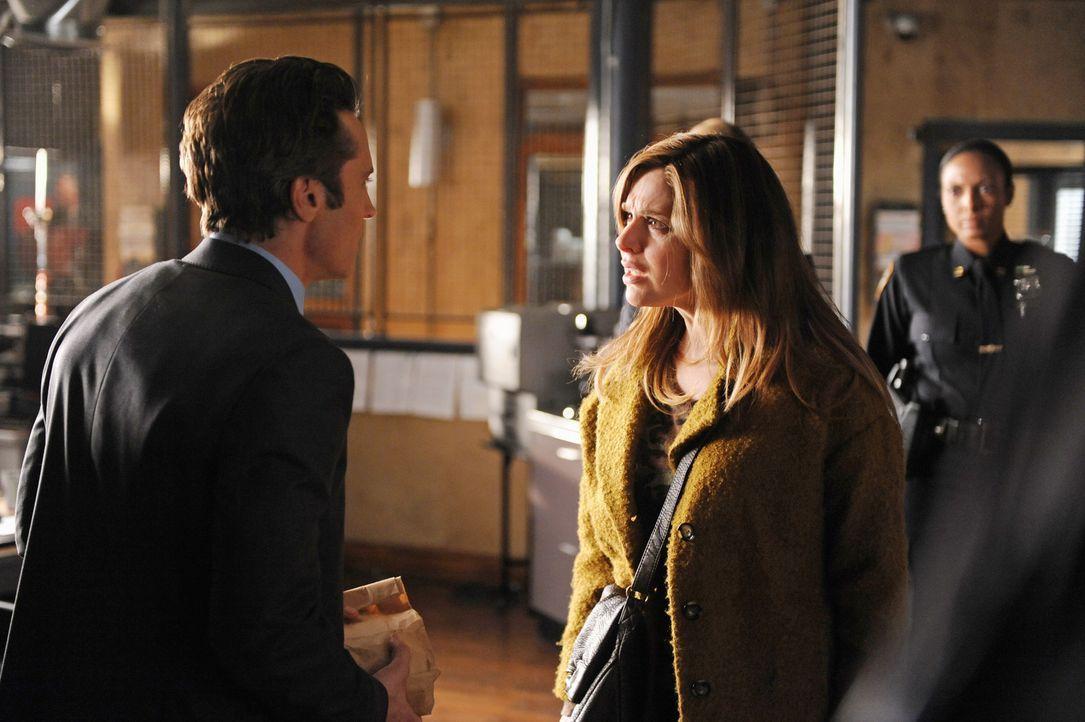 Kevin Ryan (Seamus Dever, l.) muss zugeben, dass er Siobhan O'Doul (Cara Buono, M.), die plötzlich im Revier auftaucht, noch aus seiner Zeit bei de... - Bildquelle: ABC Studios