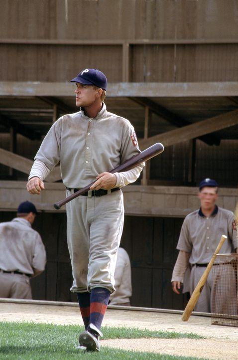Honus Wagner (Matthew Modine) ist der berühmteste Baseballspieler seiner Zeit. Eines Tages erhält er Besuch aus der Zukunft ... - Bildquelle: 2007 CBS International Television
