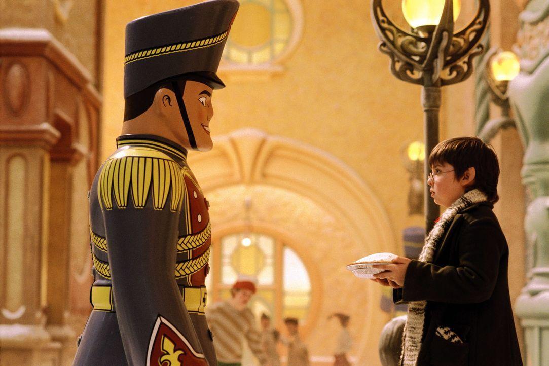 Elf Curtis (Spencer Breslin) erlebt eine böse Überraschung mit seiner Erfindung ... - Bildquelle: Walt Disney Pictures