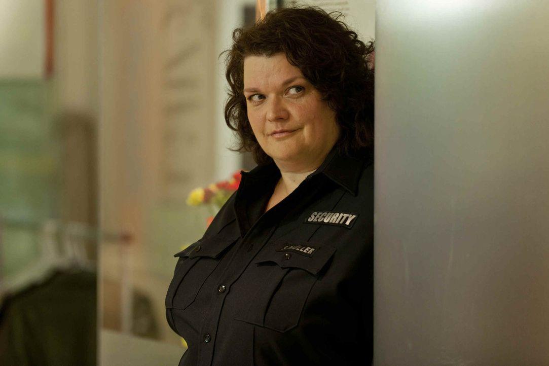 Hat ein Problem mit Josh: Security-Frau Svenja (Sabine Orléans) ... - Bildquelle: SAT.1