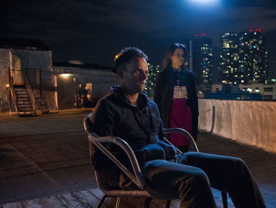 Joan Watson (Lucy Liu, r.) und Sherlock Holmes (Jonny Lee Miller, l.) versuchen herauszufinden, ob Alfredo entführt wurde, oder einen Rückfall erlit... - Bildquelle: Jeff Neumann CBS Television