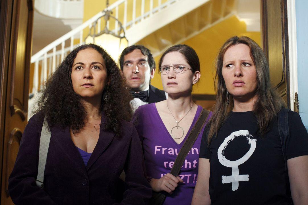 Frauen an die Macht und nieder mit dem Macho-Geheimbund der Freimaurer! Frauen können sich ja nicht immer alles bieten lassen - eine Vereinigung, w... - Bildquelle: Sat.1