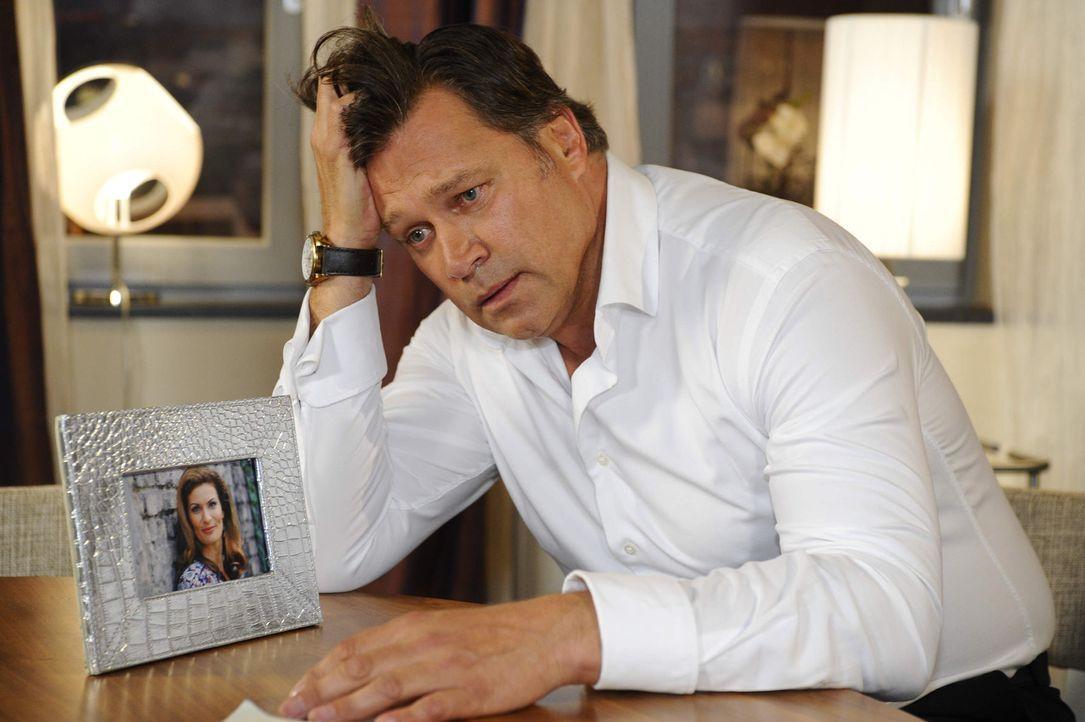 Richard (Robert Jarczyk) ist mit seiner Trauer und seinen Zweifeln ganz alleine ... - Bildquelle: SAT.1